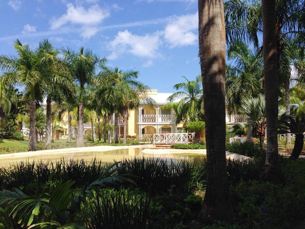 Jardines-frondozos-Royal-Hideaway