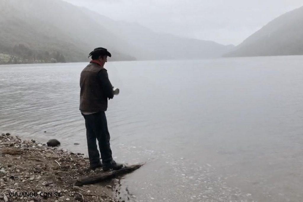 arriero chileno pescando en lago Vidal Gormaz