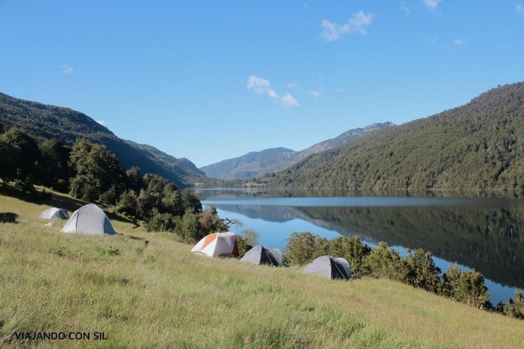 acampando frente al lago vidal gormaz