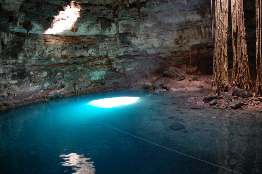 Cenote-en-Riviera-Maya