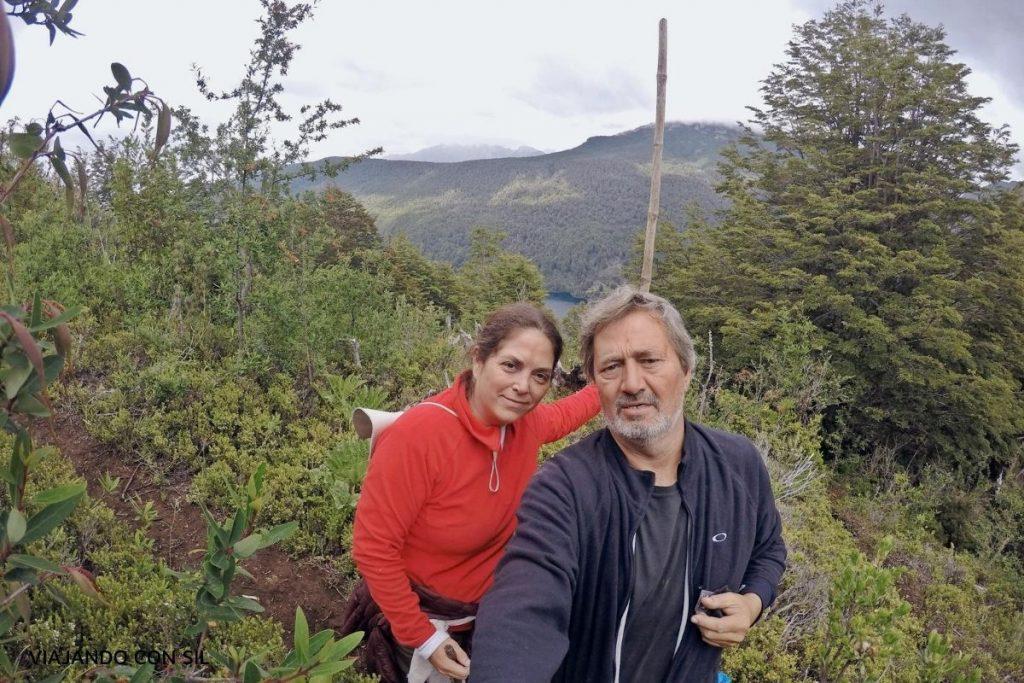 pareja caminando por la montaña Paso El leon