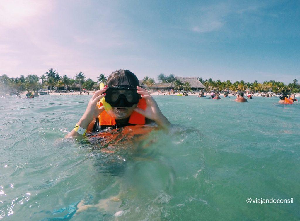 Snorkel-en-la-playa-de-akumal