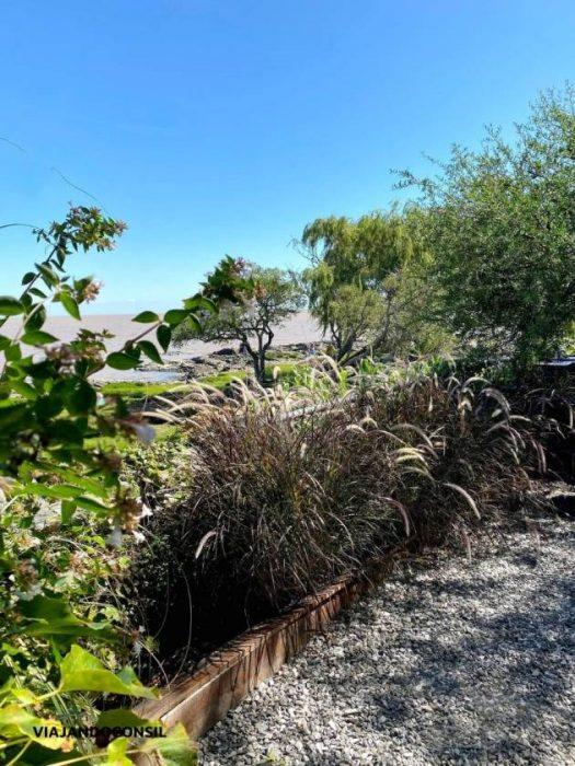 vistas del rio de la plata desde el jardin